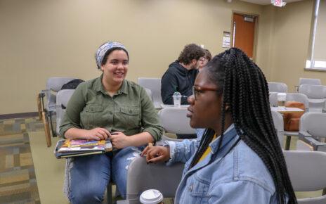 STP-'18-Student-Roshae-Hemmings-talking-to-students